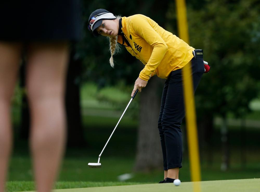 Iowa's Shawn Rennegarbe putts during the Diane Thomason Invitational at Finkbine Golf Course on September 29, 2018. (Tork Mason/hawkeyesports.com)