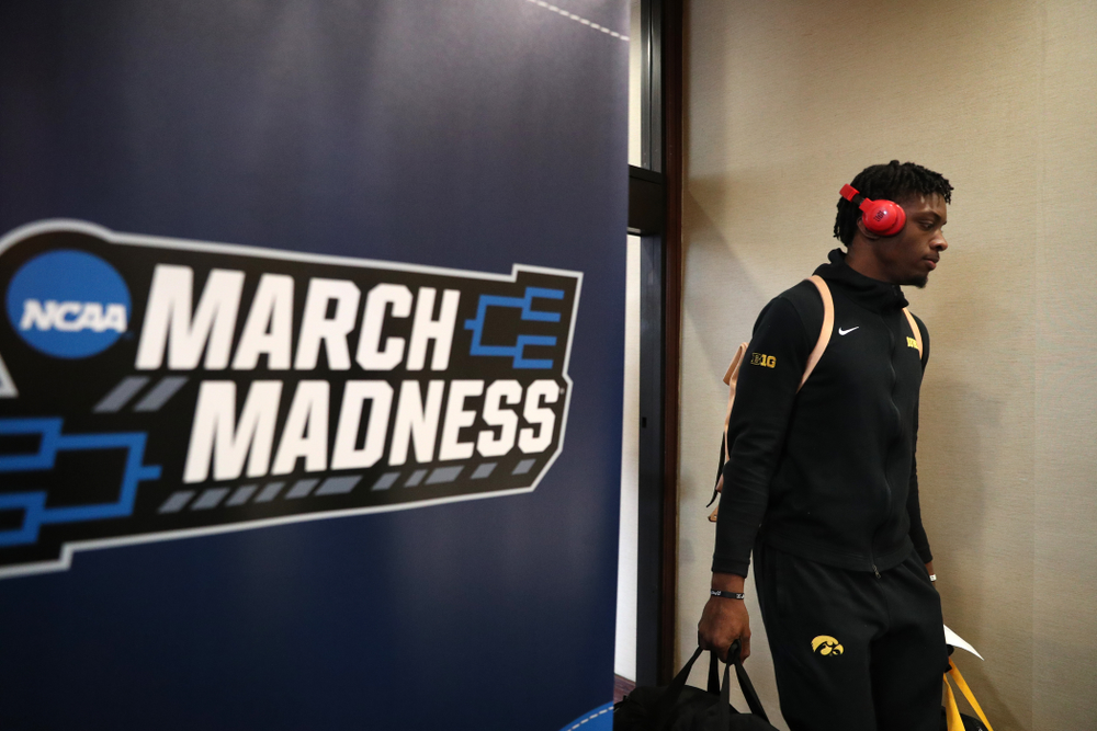 Iowa Hawkeyes forward Tyler Cook (25) arrives at the team hotel in Columbus for the first and second rounds of the 2019 NCAA Men's Basketball Tournament Wednesday, March 20, 2019. (Brian Ray/hawkeyesports.com)