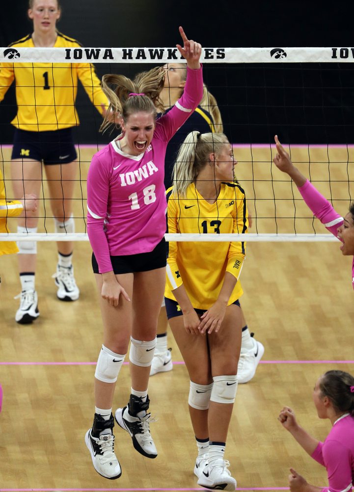 Iowa Hawkeyes middle blocker Hannah Clayton (18) against the Michigan Wolverines Friday, October 11, 2019 at Carver-Hawkeye Arena.(Brian Ray/hawkeyesports.com)