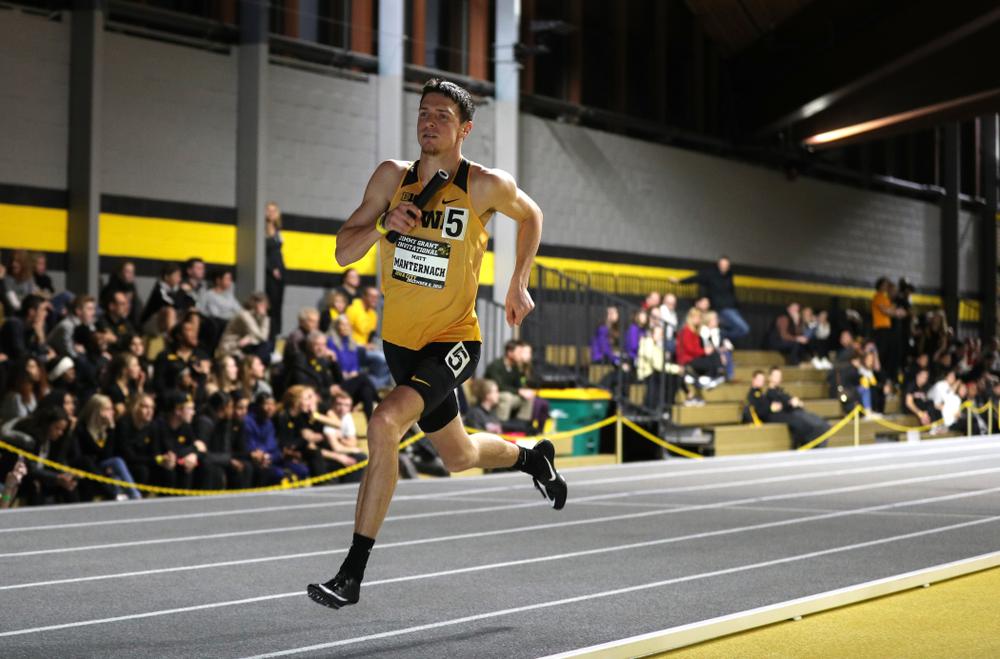 Iowa's Matt Manternach runs the third leg of the 4x400 meter relay during the Jimmy Grant Invitational Saturday, December 8, 2018 at the Recreation Building. (Brian Ray/hawkeyesports.com)