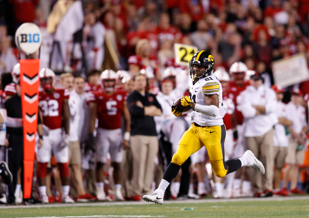Iowa Hawkeyes running back Ivory Kelly-Martin (21)