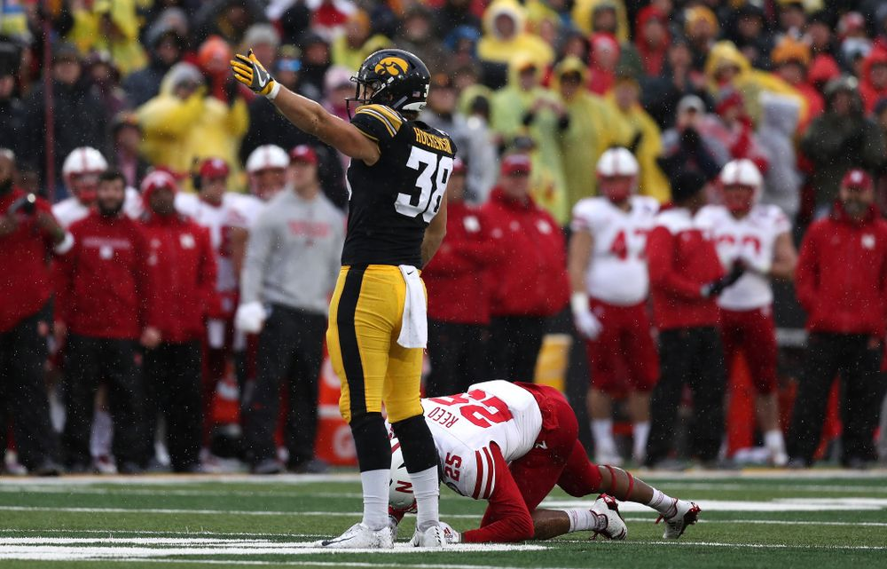 Iowa Hawkeyes to tight end T.J. Hockenson (38) signals for a first down after making a catch on fourth and eight against the Nebraska Cornhuskers Friday, November 23, 2018 at Kinnick Stadium. (Brian Ray/hawkeyesports.com)
