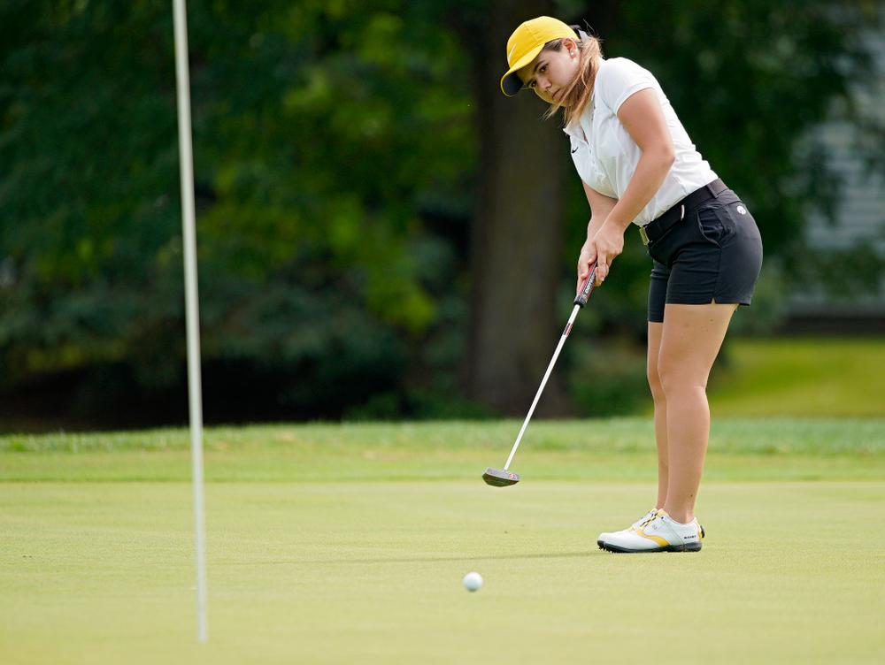 Iowa's Manuela Lizarazu putts during their dual against Northern Iowa at Pheasant Ridge Golf Course in Cedar Falls on Monday, Sep 2, 2019. (Stephen Mally/hawkeyesports.com)