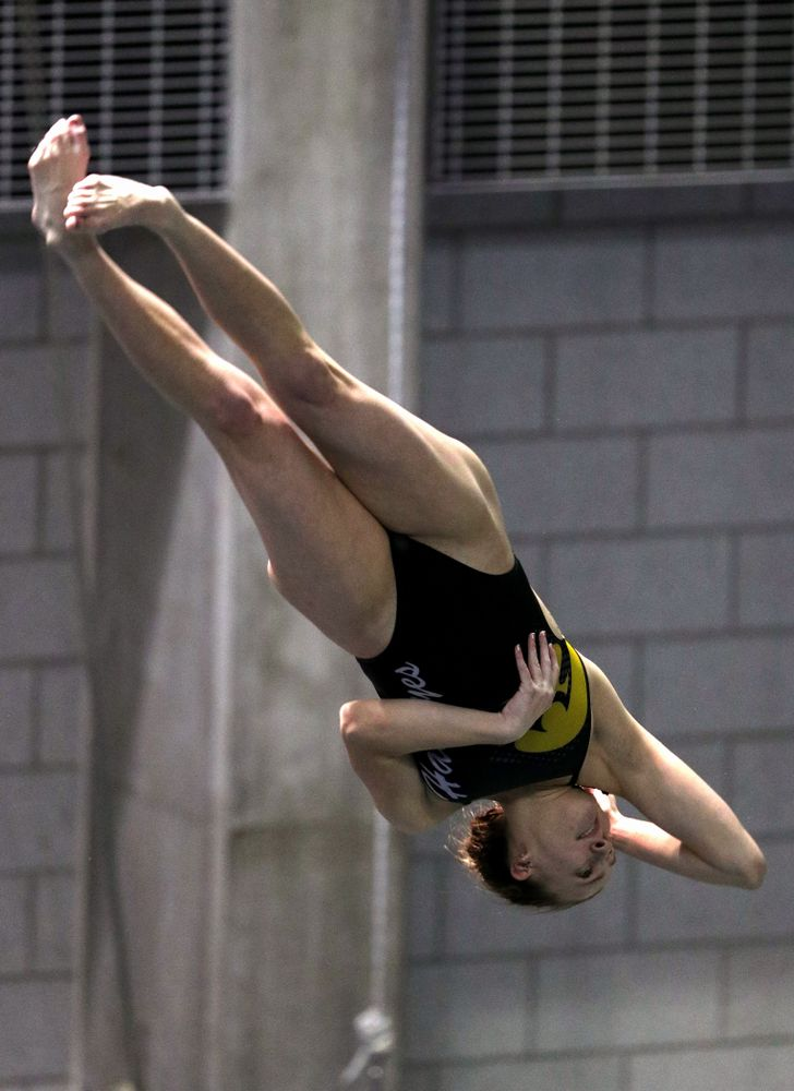 Iowa's Samantha Tamborski competes on the 3-meter springboard against the Iowa State Cyclones in the Iowa Corn Cy-Hawk Series Friday, December 7, 2018 at at the Campus Recreation and Wellness Center. (Brian Ray/hawkeyesports.com)