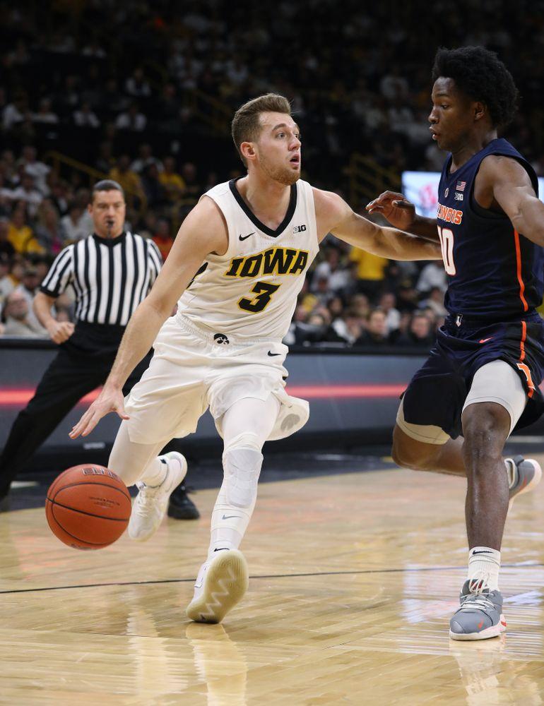 Iowa Hawkeyes guard Jordan Bohannon (3) against the Illinois Fighting Illini Sunday, January 20, 2019 at Carver-Hawkeye Arena. (Brian Ray/hawkeyesports.com)
