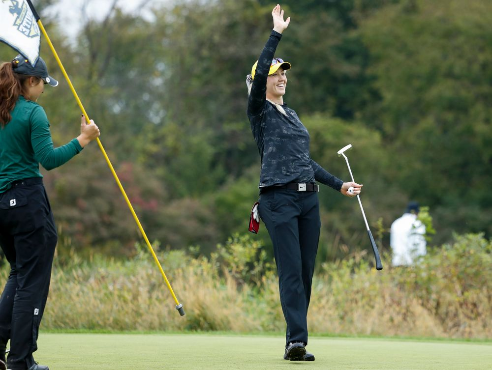 Iowa's Shawn Rennegarbe waves to teammate Kristin Glesne after sinking a birdie putt during the final round of the Diane Thomason Invitational at Finkbine Golf Course on September 30, 2018. (Tork Mason/hawkeyesports.com)