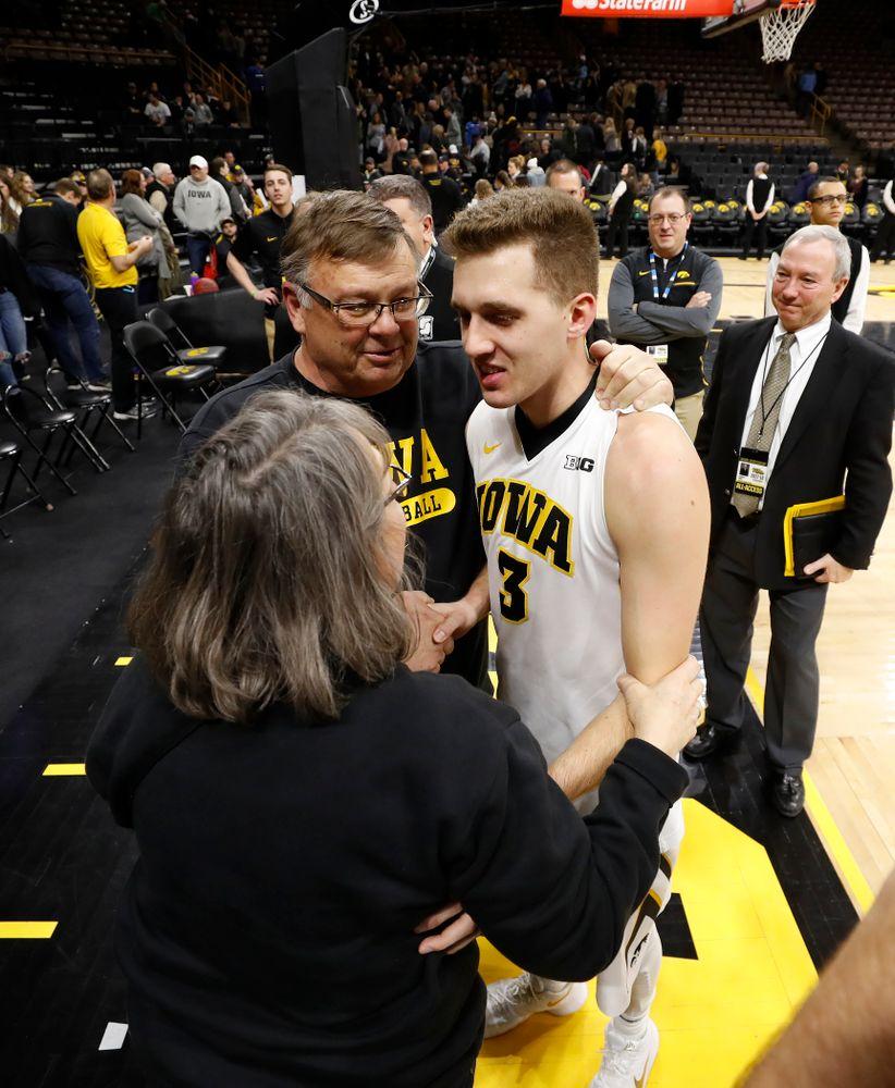 Iowa Hawkeyes guard Jordan Bohannon (3) with Mike and Patty Street