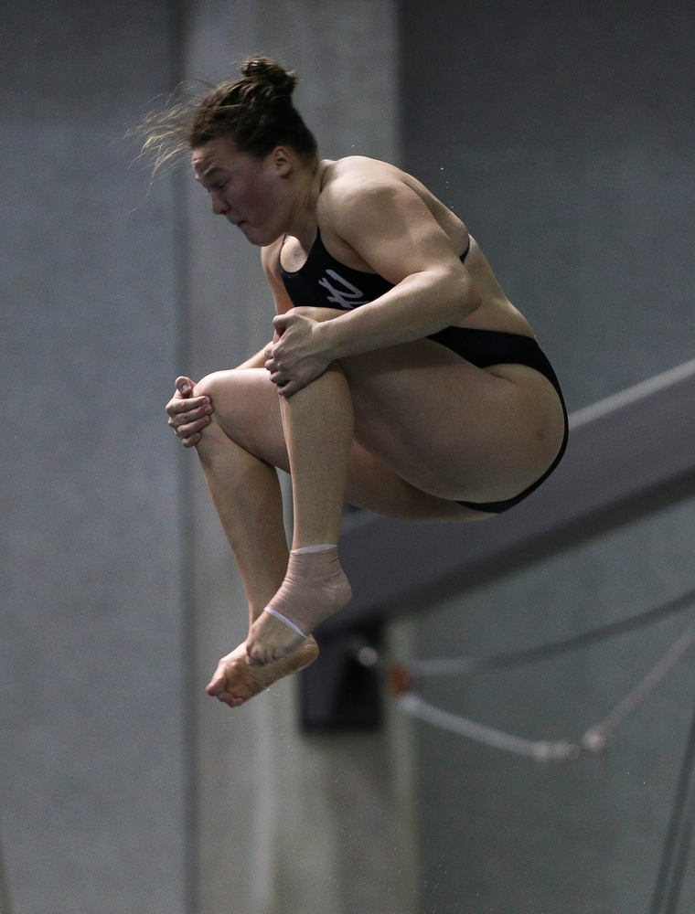 Iowa's Jacintha Thomas competes in the 3-meter springboard competition during the third day of the Hawkeye Invitational at the Campus Recreation and Wellness Center on November 16, 2018. (Tork Mason/hawkeyesports.com)