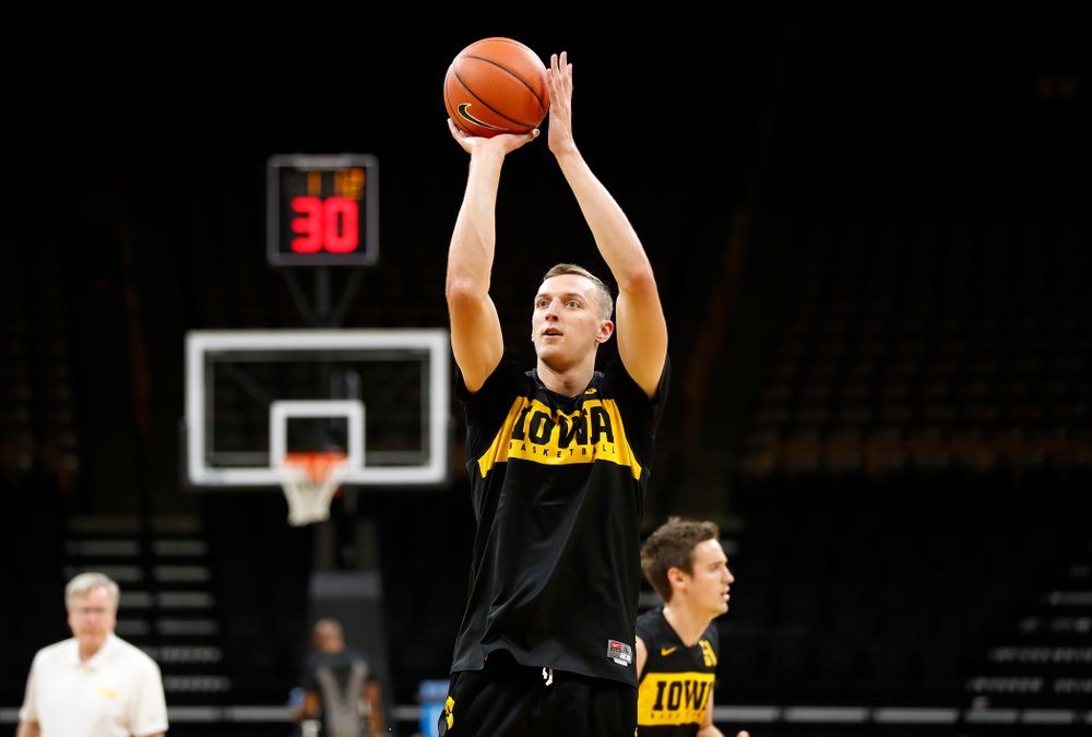 Iowa Hawkeyes forward Jack Nunge (2) shoots the ball during the first practice of the season Monday, October 1, 2018 at Carver-Hawkeye Arena. (Brian Ray/hawkeyesports.com)