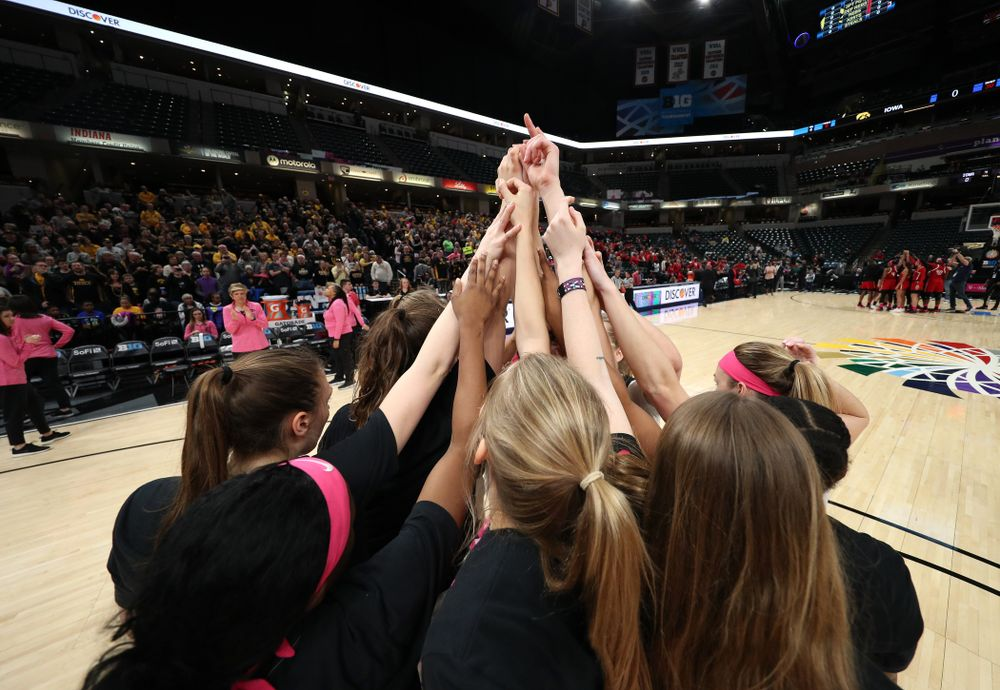 The Iowa Hawkeyes against the Rutgers Scarlet Knights in the semi-finals of the Big Ten Tournament Saturday, March 9, 2019 at Bankers Life Fieldhouse in Indianapolis, Ind. (Brian Ray/hawkeyesports.com)