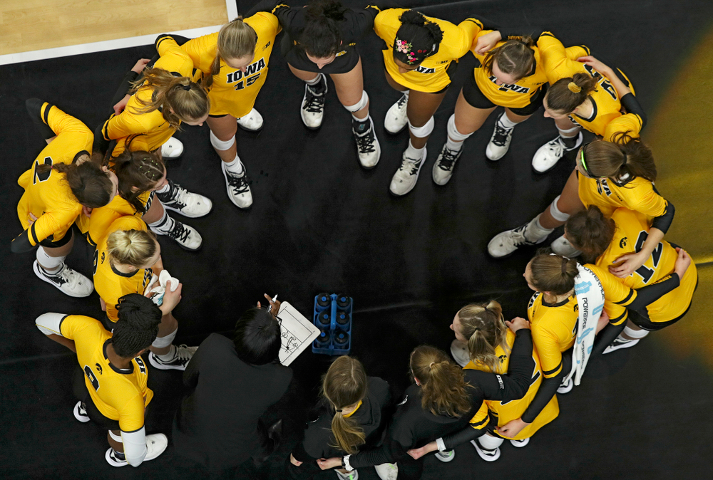 Iowa head coach Vicki Brown talk with her team during a timeout in the fourth set of their match at Carver-Hawkeye Arena in Iowa City on Friday, Nov 29, 2019. (Stephen Mally/hawkeyesports.com)