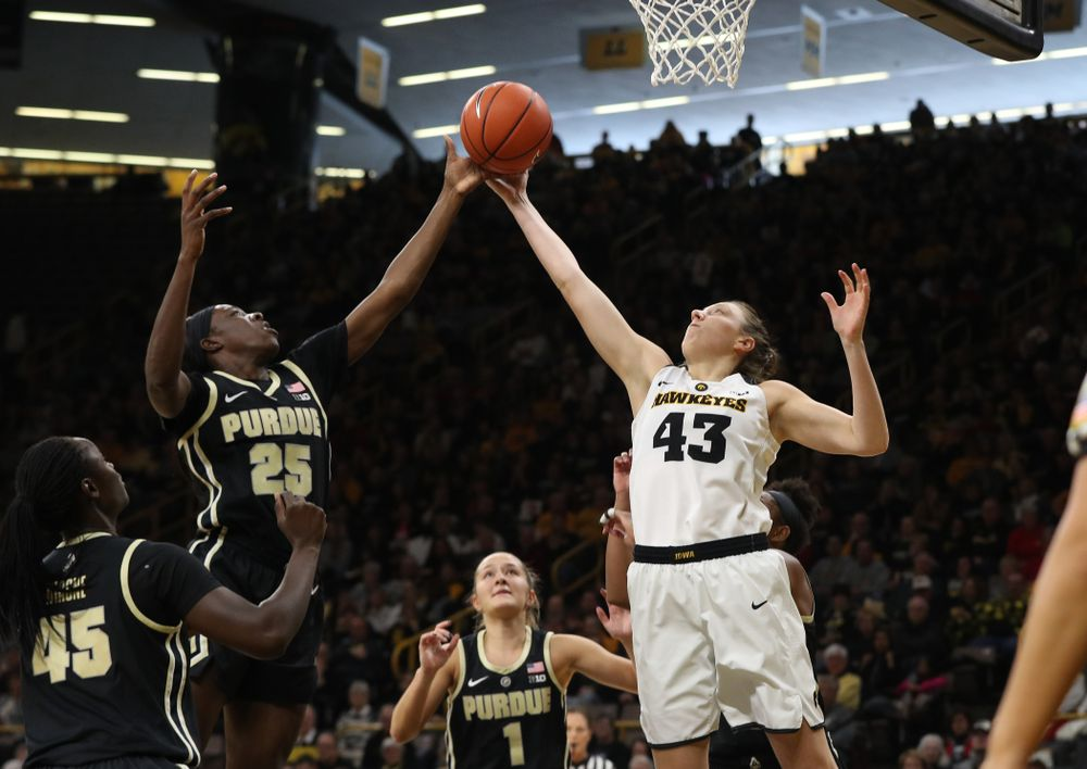 Iowa Hawkeyes forward Amanda Ollinger (43) against the Purdue Boilermakers Sunday, January 27, 2019 at Carver-Hawkeye Arena. (Brian Ray/hawkeyesports.com)
