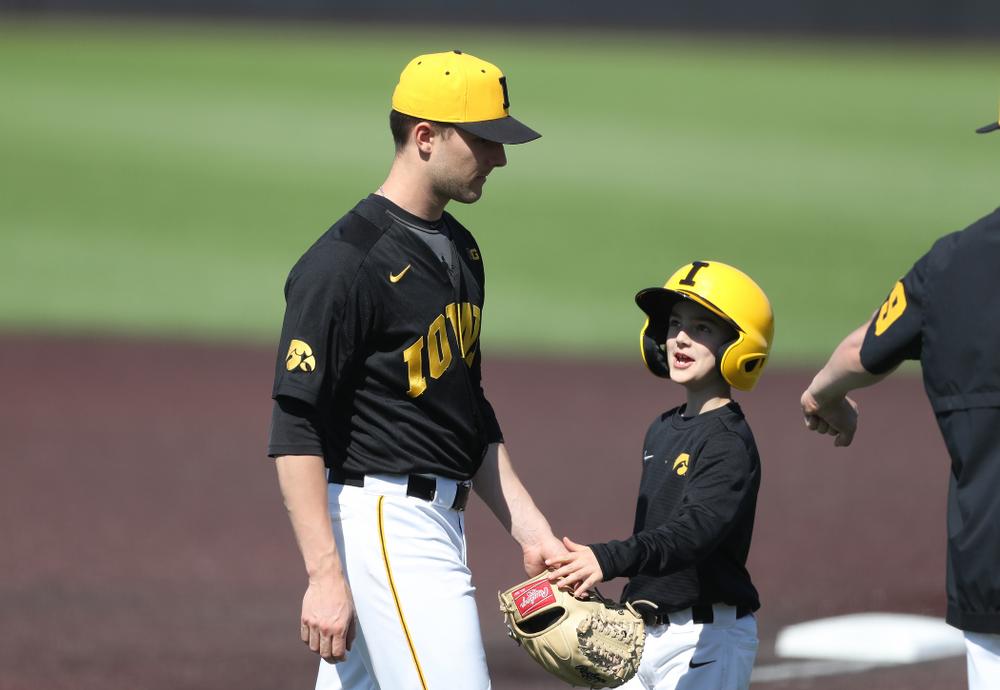 Iowa Hawkeyes Cam Baumann (35) and batboy Gavin Gorzelanny during game two against UC Irvine Saturday, May 4, 2019 at Duane Banks Field. (Brian Ray/hawkeyesports.com)