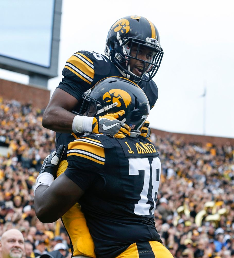 Akrum Wadley, James Daniels