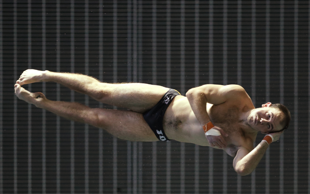 Anton Hoherz competes on the 3 meter board Thursday, November 15, 2018 during the 2018 Hawkeye Invitational at the Campus Recreation and Wellness Center. (Brian Ray/hawkeyesports.com)