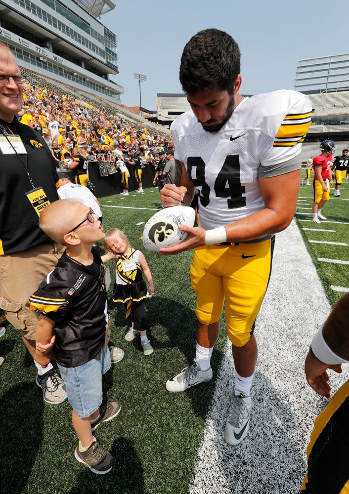 Iowa Hawkeyes defensive end A.J. Epenesa (94) during Kids Day Saturday, August 11, 2018 at Kinnick Stadium. (Brian Ray/hawkeyesports.com)