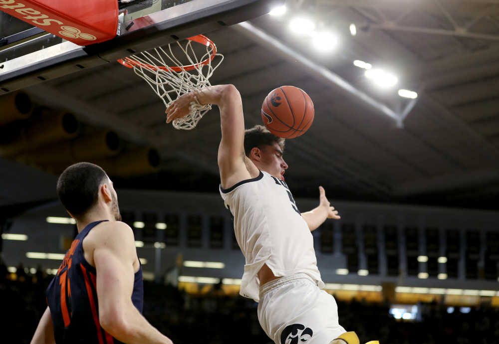Iowa Hawkeyes forward Luka Garza (55) dunk the ball against the Illinois Fighting Illini Sunday, February 2, 2020 at Carver-Hawkeye Arena. (Brian Ray/hawkeyesports.com)