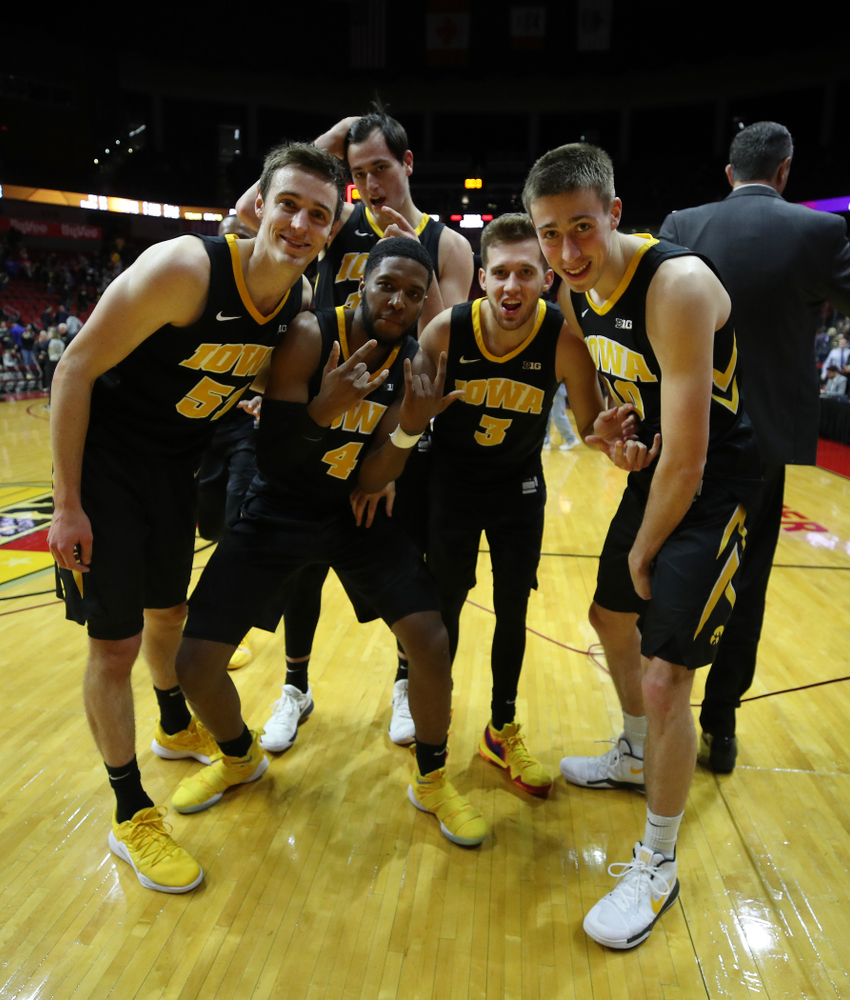 The Iowa Hawkeyes celebrate their win against the Northern Iowa Panthers in the Hy-Vee Classic Saturday, December 15, 2018 at Wells Fargo Arena in Des Moines. (Brian Ray/hawkeyesports.com)