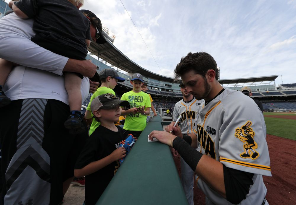 Iowa Hawkeyes infielder Mitchell Boe (4) signs autographs against the Indiana Hoosiers in the first round of the Big Ten Baseball Tournament Wednesday, May 22, 2019 at TD Ameritrade Park in Omaha, Neb. (Brian Ray/hawkeyesports.com)