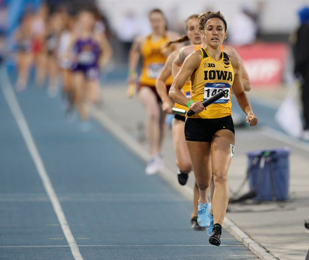 Iowa's Tia Saunders runs the women's 3200 meter relay event during the second day of the Drake Relays at Drake Stadium in Des Moines on Friday, Apr. 26, 2019. (Stephen Mally/hawkeyesports.com)
