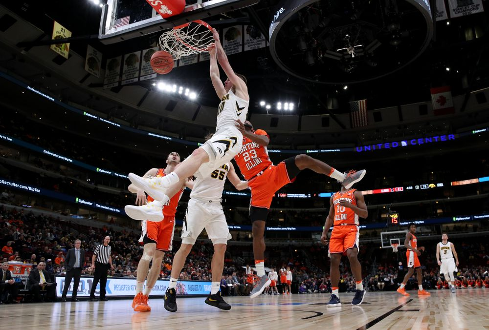 Iowa Hawkeyes guard Joe Wieskamp (10) against the Illinois Fighting Illini in the 2019 Big Ten Men's Basketball Tournament Thursday, March 14, 2019 at the United Center in Chicago. (Brian Ray/hawkeyesports.com)