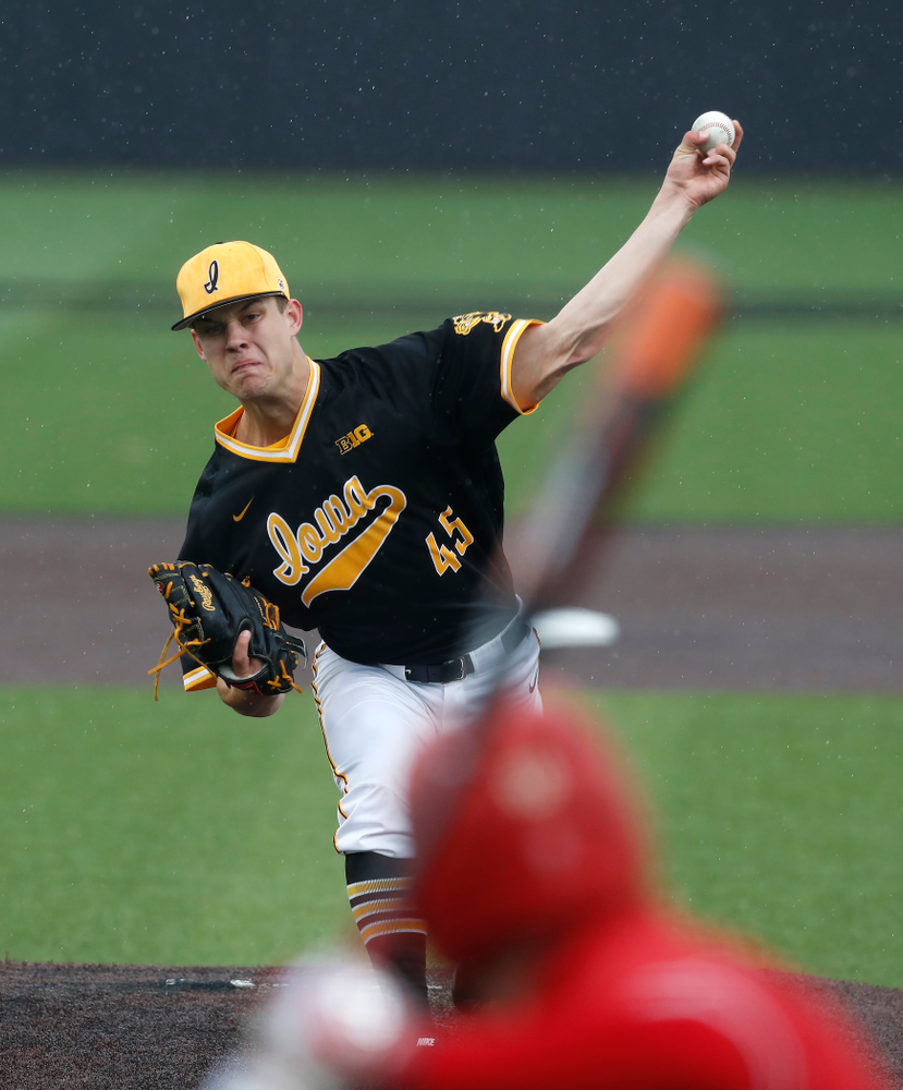 Iowa Hawkeyes pitcher Kyle Shimp (45) against the Bradley Braves Wednesday, March 28, 2018 at Duane Banks Field. (Brian Ray/hawkeyesports.com)