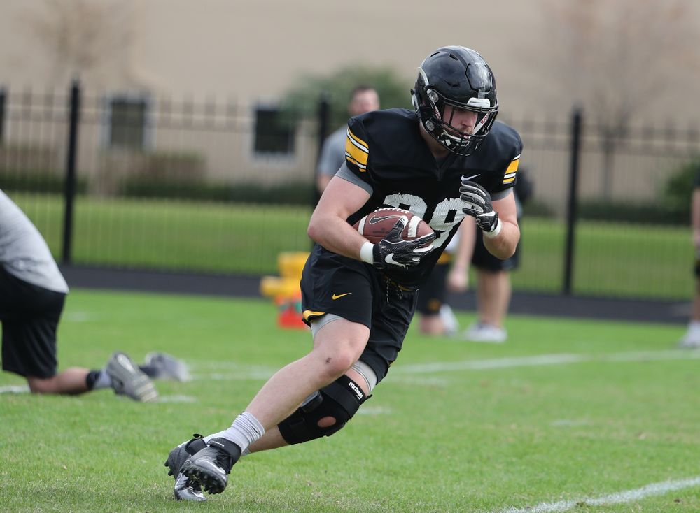 Iowa Hawkeyes tight end Nate Wieting (39) during practice for the 2019 Outback Bowl Friday, December 28, 2018 at the University of Tampa. (Brian Ray/hawkeyesports.com)