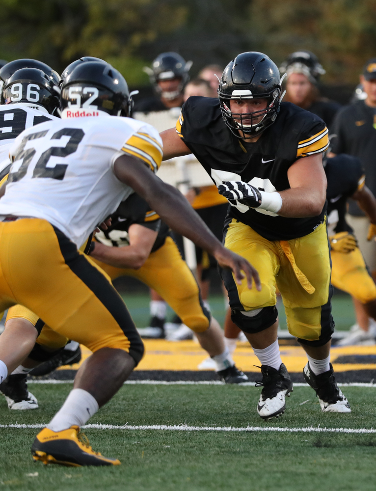 Iowa Hawkeyes offensive lineman Ross Reynolds (59)