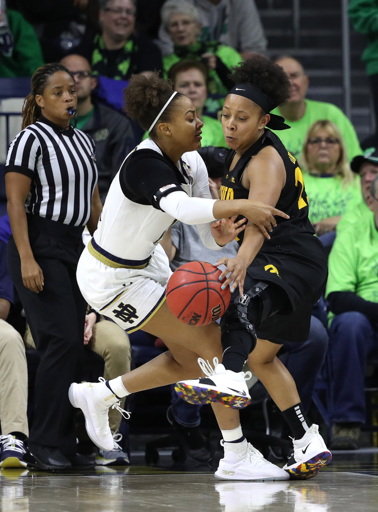 Iowa Hawkeyes guard Tania Davis (11) against the Notre Dame Fighting Irish Thursday, November 29, 2018 at the Joyce Center in South Bend, Ind. (Brian Ray/hawkeyesports.com)