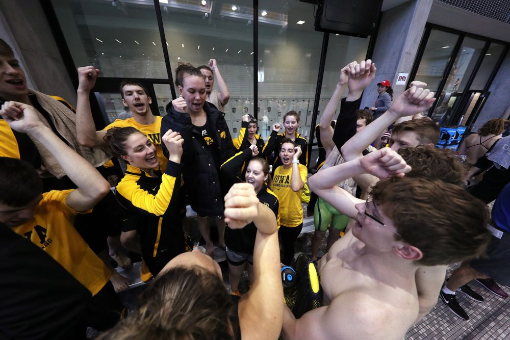 The Iowa Hawkeyes get pumped up Thursday, November 15, 2018 during the 2018 Hawkeye Invitational at the Campus Recreation and Wellness Center. (Brian Ray/hawkeyesports.com)