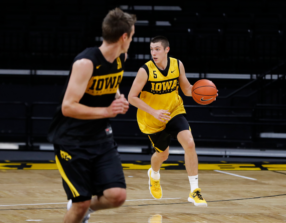 Iowa Hawkeyes guard CJ Fredrick (5) brings the ball up the court during the first practice of the season Monday, October 1, 2018 at Carver-Hawkeye Arena. (Brian Ray/hawkeyesports.com)