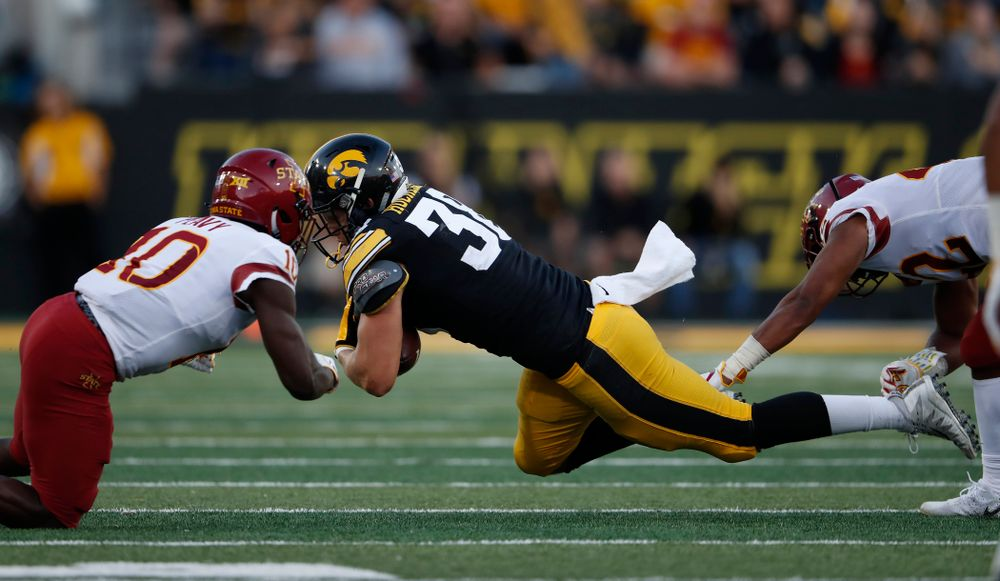 Iowa Hawkeyes tight end T.J. Hockenson (38) picks up a first down against the Iowa State Cyclones Saturday, September 8, 2018 at Kinnick Stadium. (Brian Ray/hawkeyesports.com)