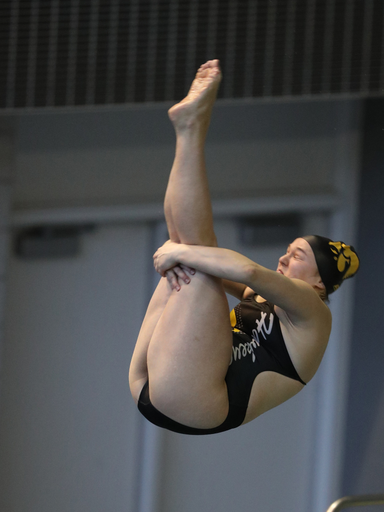 Iowa's Jacintha Thomas competes on the 3 meter springboard during a double dual against Wisconsin and Northwestern Saturday, January 19, 2019 at the Campus Recreation and Wellness Center. (Brian Ray/hawkeyesports.com)
