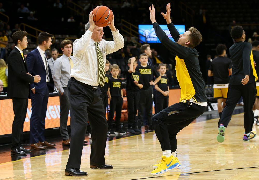 Iowa Hawkeyes assistant coach Kirk Speraw runs warmup drills with Iowa Hawkeyes guard Jordan Bohannon (3) before a game against Alabama State at Carver-Hawkeye Arena on November 21, 2018. (Tork Mason/hawkeyesports.com)