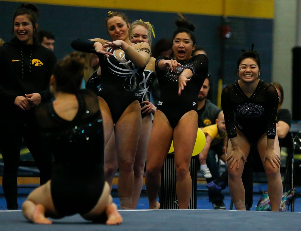 Iowa gymnasts react during Melissa Zurawski's floor routine during the Black and Gold Intrasquad meet at the Field House on 12/2/17. (Tork Mason/hawkeyesports.com)