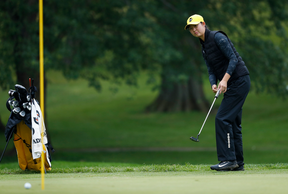 Iowa's Sophie Liu putts during the final round of the Diane Thomason Invitational at Finkbine Golf Course on September 30, 2018. (Tork Mason/hawkeyesports.com)