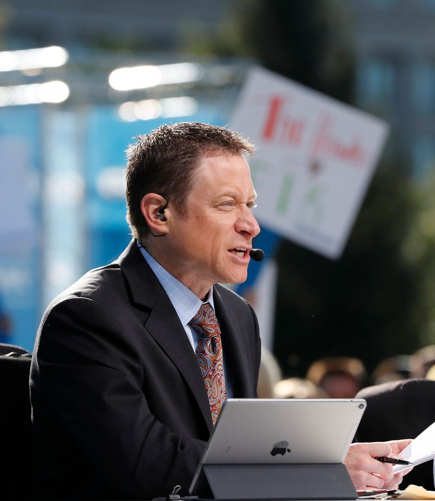 Analyst Dave Revsine as the BTN Tailgate does a live show Saturday, September 22, 2018 at Hubbard Park on the University of Iowa Campus. (Brian Ray/hawkeyesports.com)