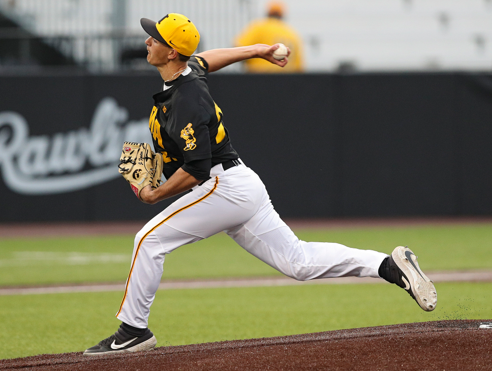 Iowa Hawkeyes pitcher Jason Foster (27) delivers to the plate during the third inning of their game against Western Illinois at Duane Banks Field in Iowa City on Wednesday, May. 1, 2019. (Stephen Mally/hawkeyesports.com)