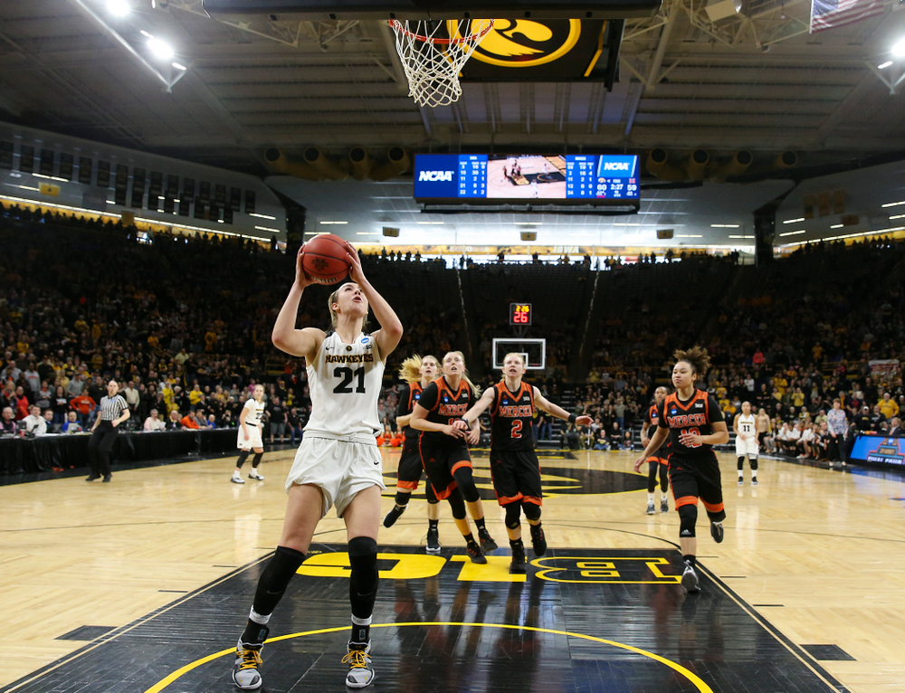 Iowa Hawkeyes forward Hannah Stewart (21) makes a basket during the first round of the 2019 NCAA Women's Basketball Tournament at Carver Hawkeye Arena in Iowa City on Sunday, Dec. 31, 2000. (Stephen Mally for hawkeyesports.com)