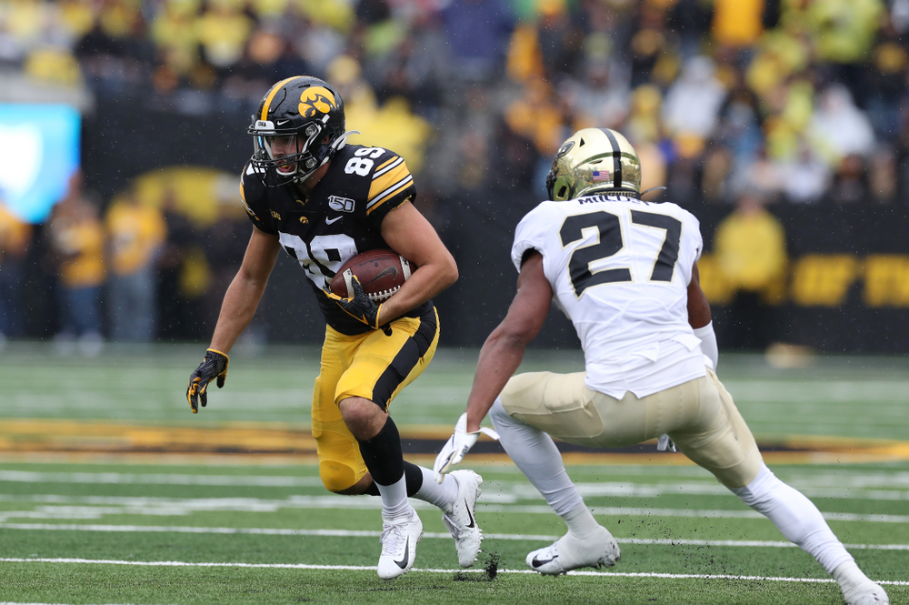 Iowa Hawkeyes wide receiver Nico Ragaini (89) against the Purdue Boilermakers Saturday, October 19, 2019 at Kinnick Stadium. (Brian Ray/hawkeyesports.com)