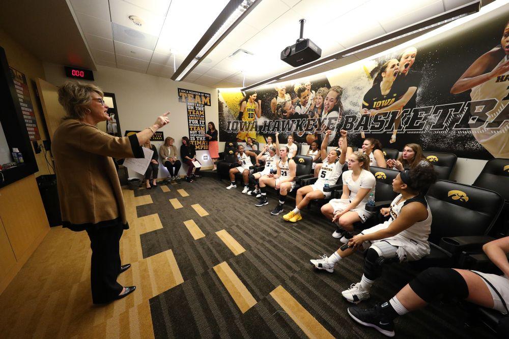 Iowa Hawkeyes head coach Lisa Bluder against the Michigan Wolverines Thursday, January 17, 2019 at Carver-Hawkeye Arena. (Brian Ray/hawkeyesports.com)