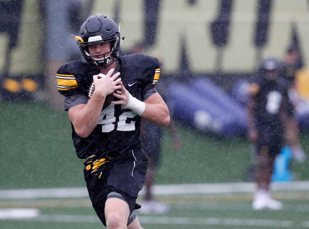 Iowa Hawkeyes tight end Shaun Beyer (42) during camp practice No. 15  Monday, August 20, 2018 at the Hansen Football Performance Center. (Brian Ray/hawkeyesports.com)