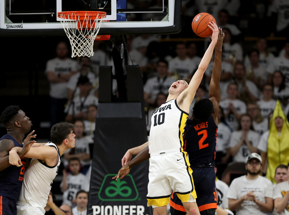 Iowa Hawkeyes guard Joe Wieskamp (10) grabs a rebound against the Illinois Fighting Illini Sunday, February 2, 2020 at Carver-Hawkeye Arena. (Brian Ray/hawkeyesports.com)