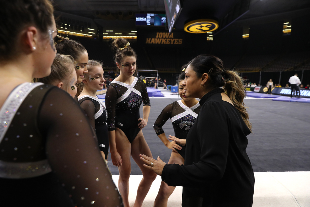 Iowa head coach Larissa Libby talks to her team before their floor routines against the Rutgers Scarlet Knights Saturday, January 26, 2019 at Carver-Hawkeye Arena. (Brian Ray/hawkeyesports.com)