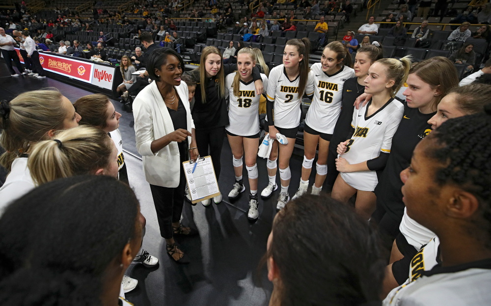 Iowa head coach Vicki Brown talks with her team before their match at Carver-Hawkeye Arena in Iowa City on Saturday, Nov 30, 2019. (Stephen Mally/hawkeyesports.com)