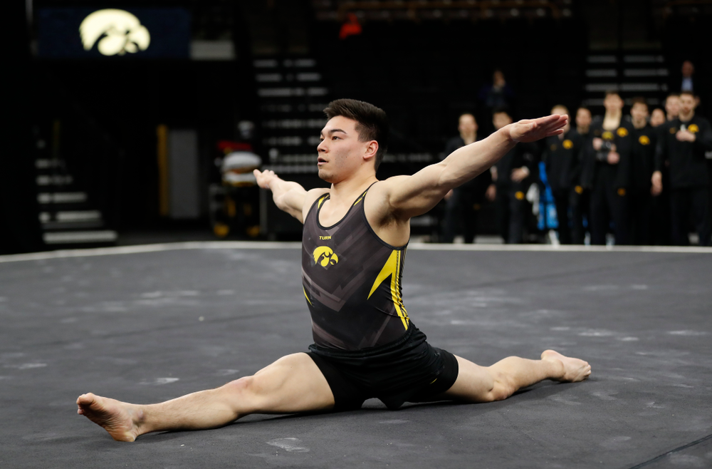 Brandon Wong competes on the floor against Minnesota and Air Force