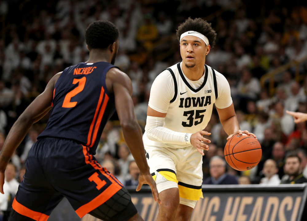 Iowa Hawkeyes forward Cordell Pemsl (35) against the Illinois Fighting Illini Sunday, February 2, 2020 at Carver-Hawkeye Arena. (Brian Ray/hawkeyesports.com)