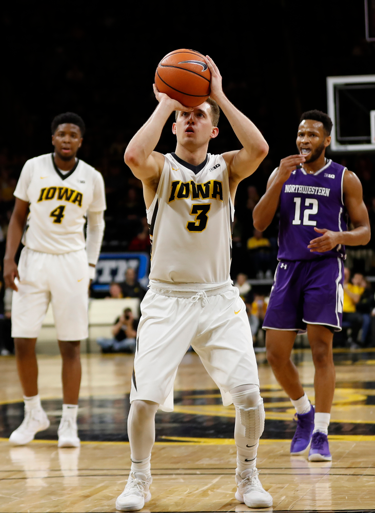 Iowa Hawkeyes guard Jordan Bohannon (3) makes his 34th consecutive free throw to tie Chris Street