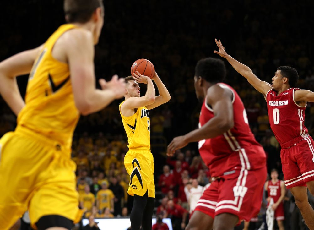 Iowa Hawkeyes guard Jordan Bohannon (3) against the Wisconsin Badgers Friday, November 30, 2018 at Carver-Hawkeye Arena. (Brian Ray/hawkeyesports.com)