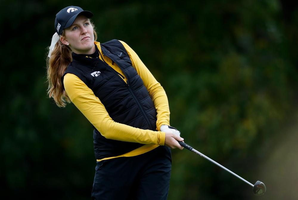 Iowa's Annalee Dannegger watches her tee shot during the Diane Thomason Invitational at Finkbine Golf Course on September 29, 2018. (Tork Mason/hawkeyesports.com)